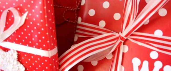Podarowane z sercem –  pakowanie prezentów, świąteczne inspiracje