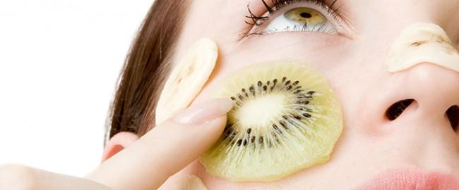 Plamki, krostki i inne blizny – czyli jak walczyć z defektami skóry?
