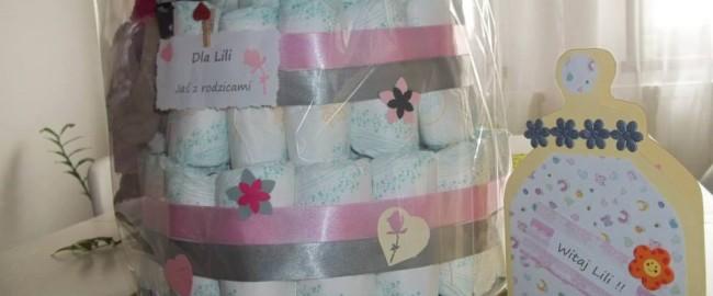 Tort pieluszkowy dla Lili – DIY