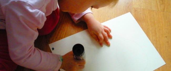 Mała Plastyka – Gałganiaki, czyli zabawy plastyczne dla dzieci do 3 roku życia