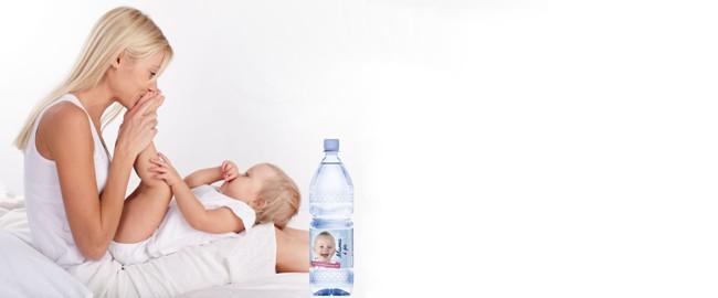 Woda w diecie karmiącej mamy – położna radzi