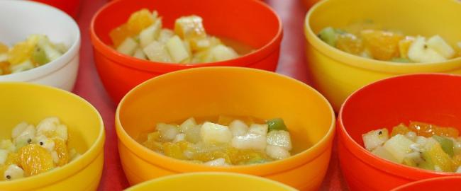 Gotowanie dla niemowląt i dzieci. Pierwsze smaki – smaczne i proste przepisy na zdrowe posiłki