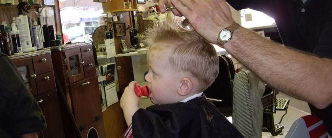 Pierwsze cięcie włosów dziecka