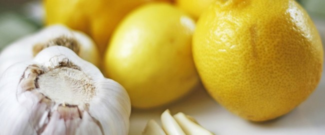 Domowy syrop z czosnku, miodu i cytryny