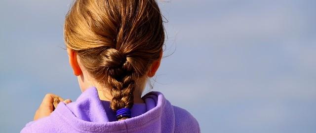 Bolesna fryzura dla dziewczynki