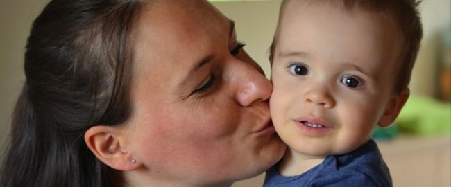 Gdy mama wychodzi z domu – czy i jak pożegnać się z dzieckiem?