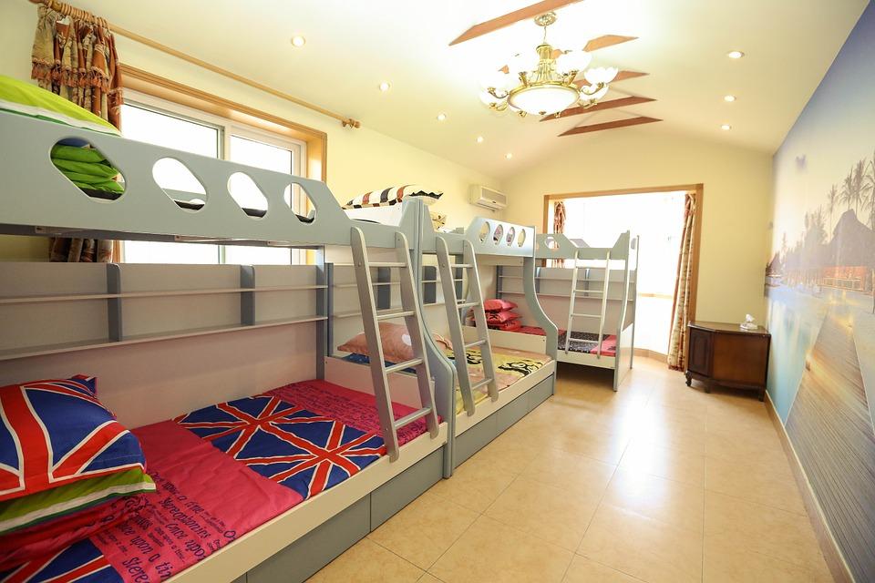 łóżko Piętrowe W Dziecięcym Pokoju