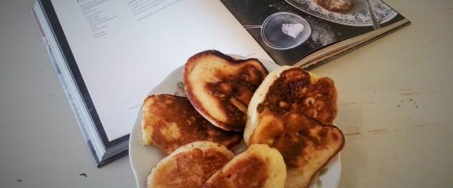 Pojedynek z mistrzem kuchni Lidla – przepis na racuchy z karmelizowaną gruszką