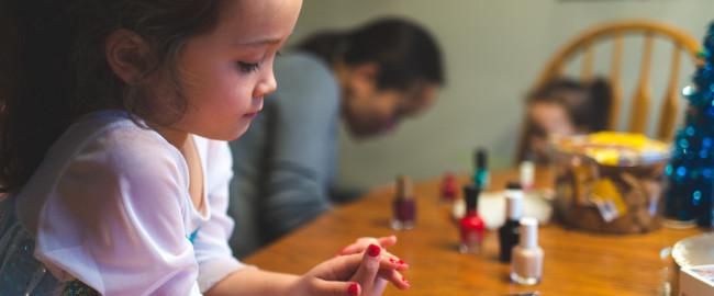 Malujesz swojej córce paznokcie? Zastanów się co robisz!