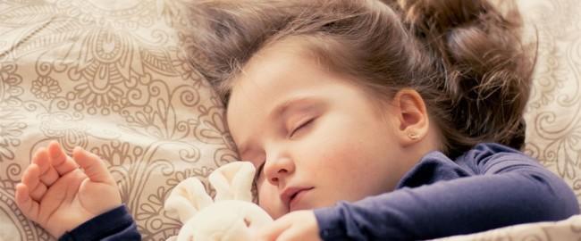 Gdy dzieci wolą spać z rodzicami niż u siebie…