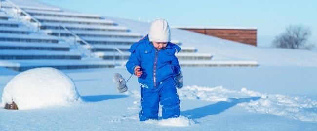 Jak ubrać dziecko na zimowy spacer?