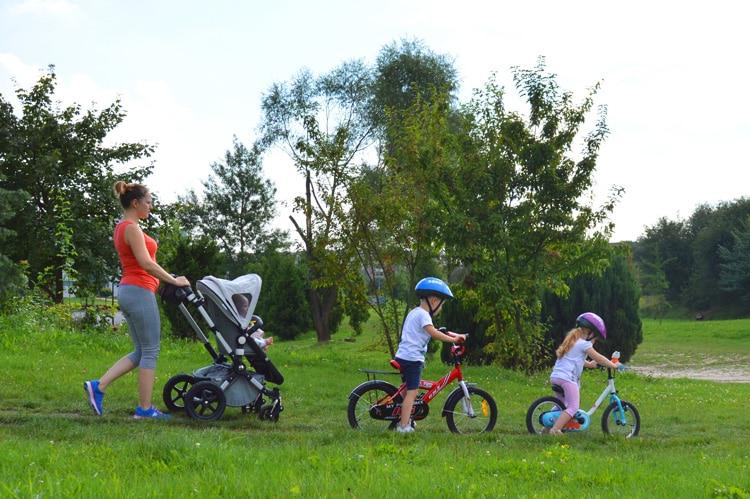 rodzina-na-spacerze-2