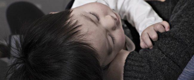 Podstępny i niebezpieczny dla małych dzieci – wirus RSV atakuje!