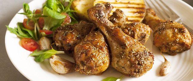 Mięso w diecie dziecka: Czy zmuszać dziecko do jedzenia mięsa? Kiedy je wprowadzać i jak podawać?