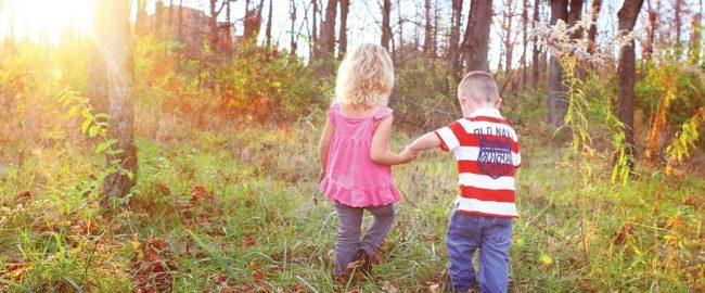 Cuda na kiju! 8 sposobów, jak uszczęśliwić dziecko na podwórku