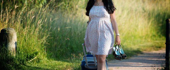 Wakacyjny niezbędnik. Co warto zabrać ze sobą na wakacje w kraju?