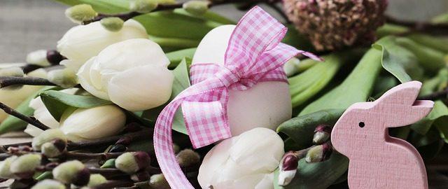 Dekoracje wielkanocne z wiosennych kwiatów