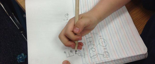 Dysgrafia. Dowiedz się, jak ją rozpoznać i jak pomóc dziecku z dysgrafią