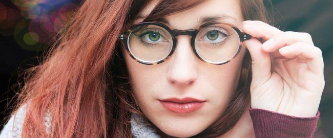 Okulary korekcyjne – jak o nie dbać i o czym pamiętać?