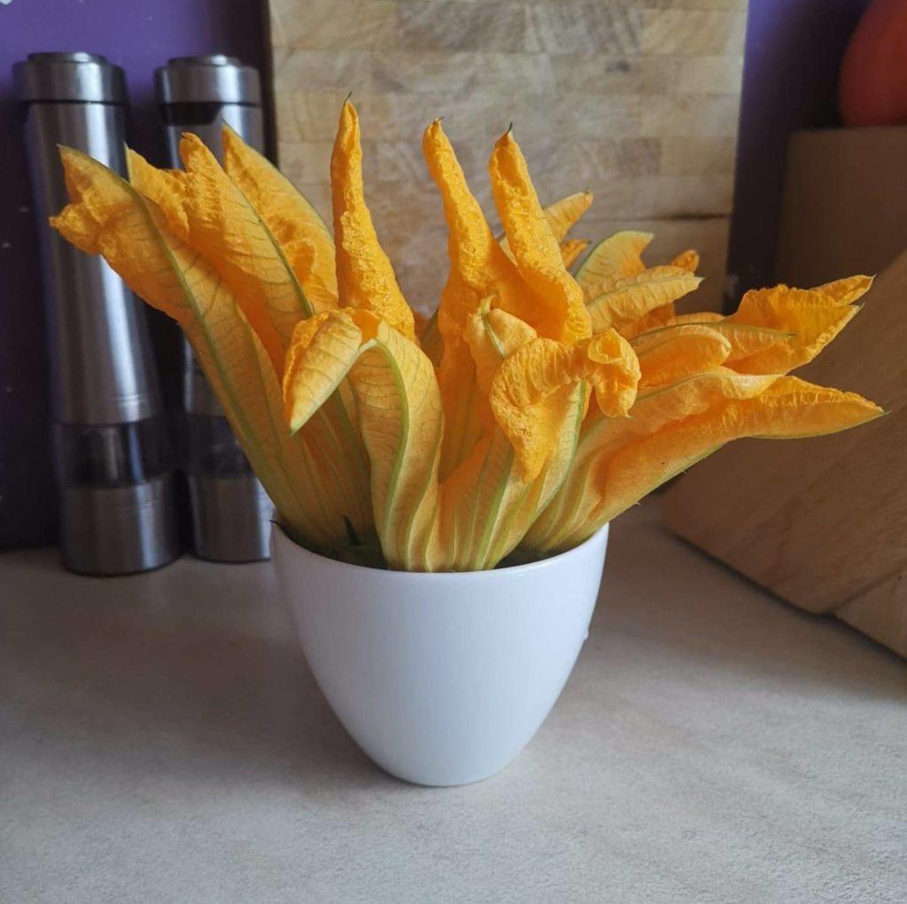 kwiaty cukinii w cieście naleśnikowym