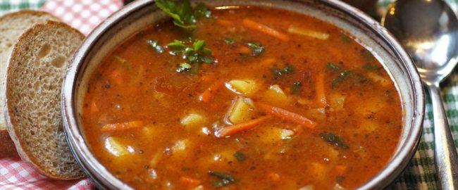Jak zagęścić zupę i sos? Sprawdzone sposoby