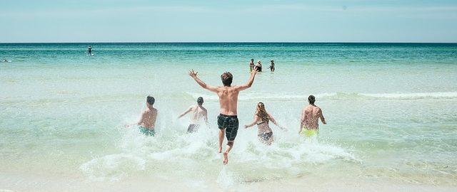 Urlop z dziećmi – czy to na pewno dobry pomysł na wakacje i wypoczynek dla rodziców?