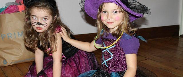 Stroje na Halloween dla dzieci – pomysły na proste i tanie przebrania