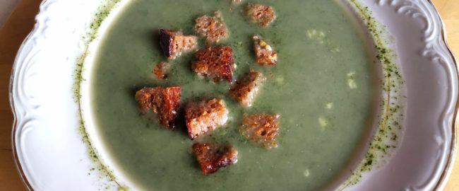 Zupa z pokrzywy – prosty przepis