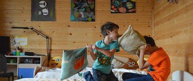 Wirus czy dzieci – kto szybciej wykończy rodziców?