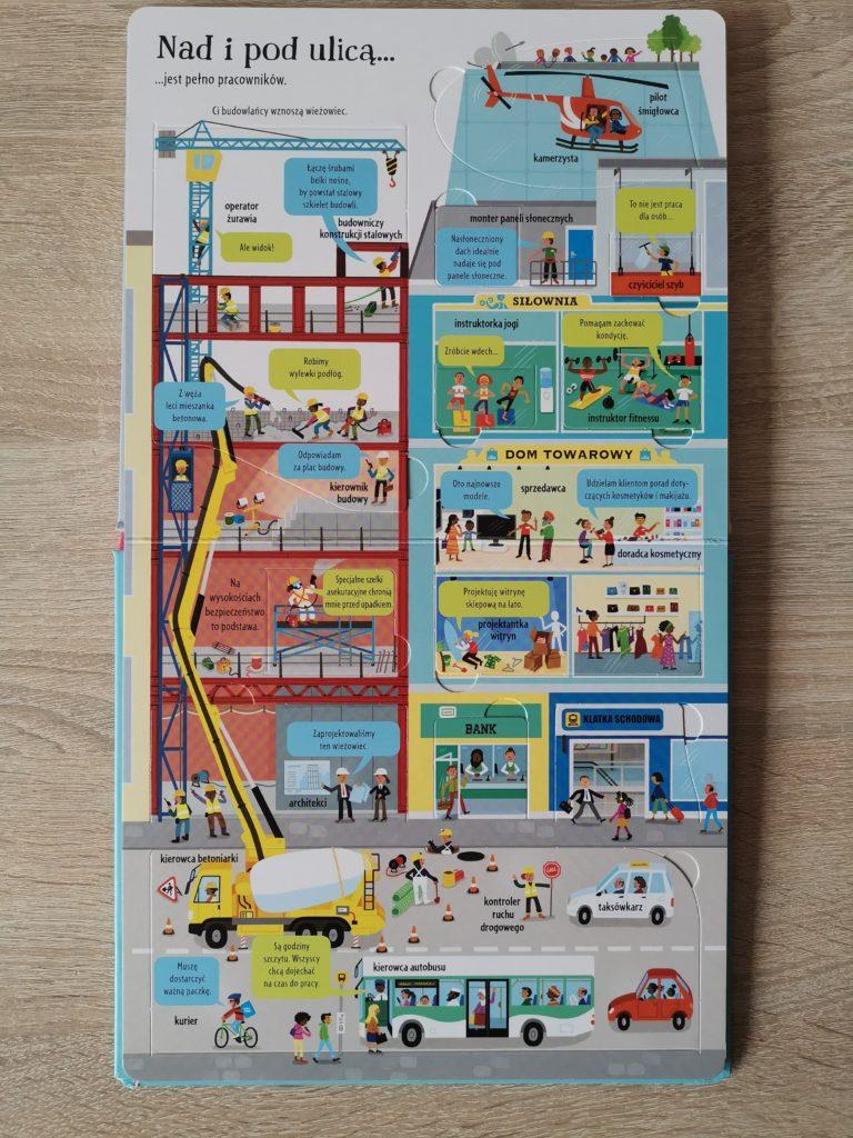 Zawody bez tajemnic to kartonowa książka dedykowana dzieciom powyżej piątego roku życia. Przedstawia ona kilkadziesiąt różnych zawodów, z którymi dziecko ma szansę się tutaj zapoznać