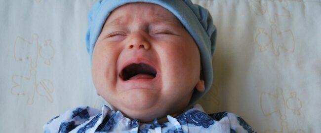 Jak uspokoić niemowlaka? Sposoby na płaczącego maluszka