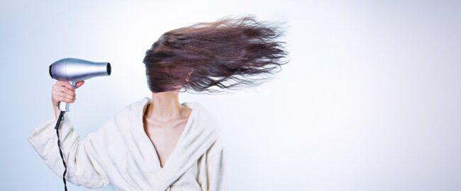Rozdwajające się końcówki – jak dbać o włosy, by ich nie niszczyć