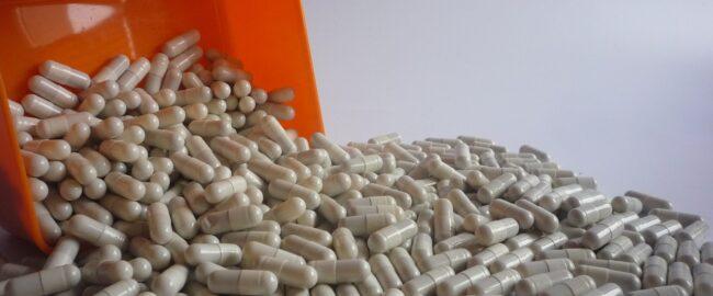 Skutki przedawkowania witamin. Sprawdź, czy występują u Ciebie