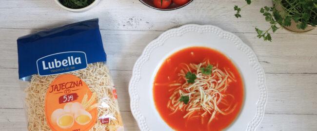 Domowe zupy — klasyczny rosół i pomidorowa, w których zakocha się Twoja rodzina