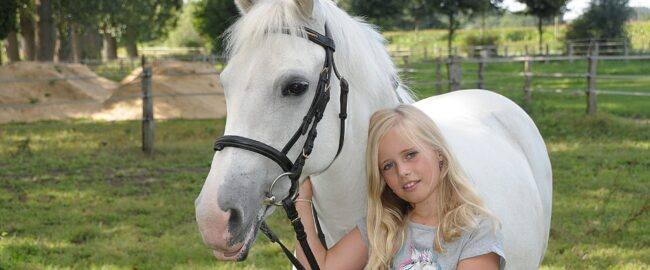 Kiedy dziecko może zacząć jeździć konno?