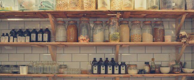 Nieproszeni goście w kuchni – mole spożywcze i nie tylko. Jak im przeciwdziałać?