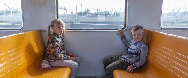 Rodzinny pociąg do wakacyjnych podróży
