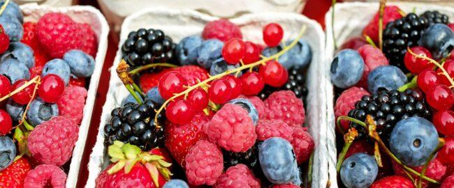 10 powodów, dla których warto jeść owoce jagodowe