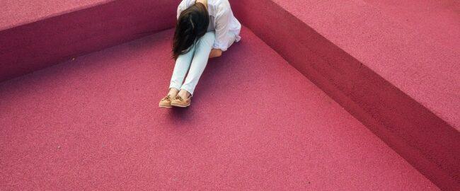 Ktoś ma myśli samobójcze. Jak można pomóc?