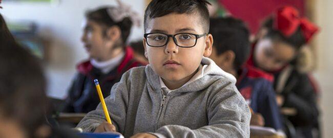 Jak ubrać dziecko do szkoły? Proste zasady, o których łatwo zapomnieć